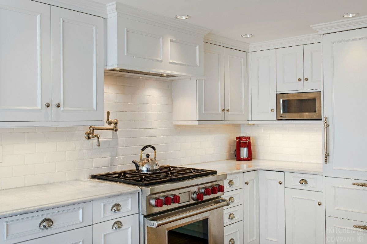 Brookhaven kitchen cabinets finishes - A Beach Cottage Kitchen Cabinetry Woodmode Brookhaven Cabinets With Nordic White Finish Countertops