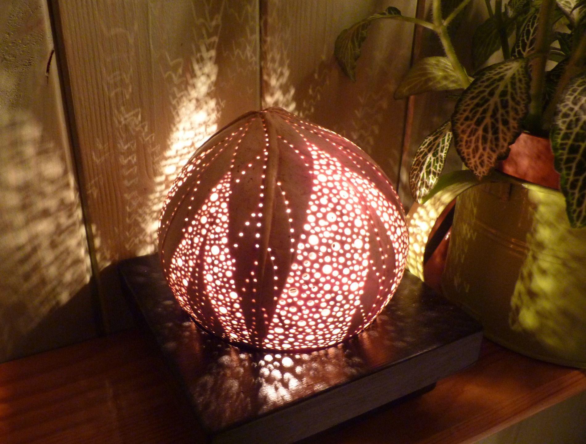 tropical coco lampe d 39 ambiance v g tale en noix de coco sculpt e vendue sold carved coconut. Black Bedroom Furniture Sets. Home Design Ideas