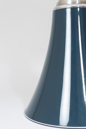 A L Occasion D Une Collaboration Lumineuse Martinelli Luce Revisite La Pipistrello Bleu Ardoise En Exclusivi Lampe Pipistrello Laurie Lumiere Luminaire Design