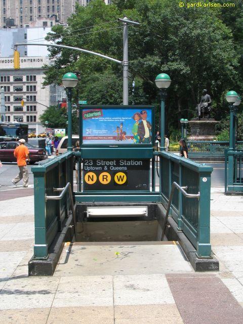 New York Subways Entrance Google Search New York City Travel New York Subway Ny Subway