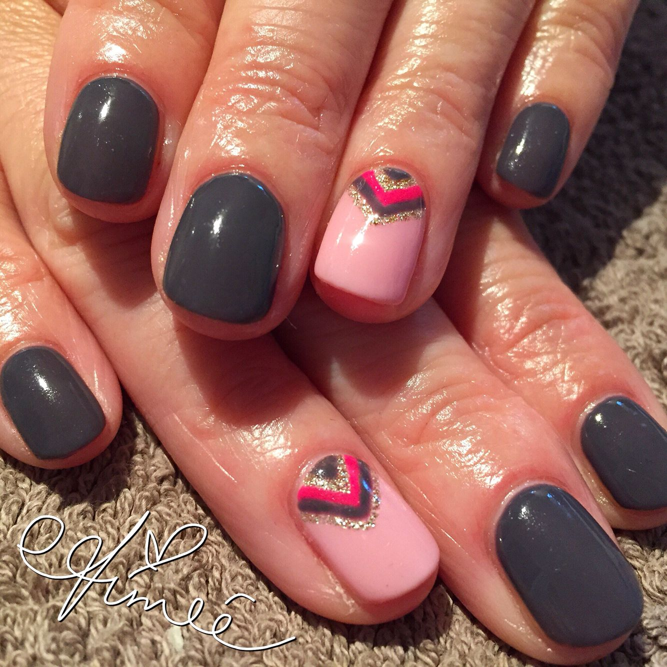 Gel Polish Designs: I Like The Grey Nails. Not So Keen On The Pink Nail