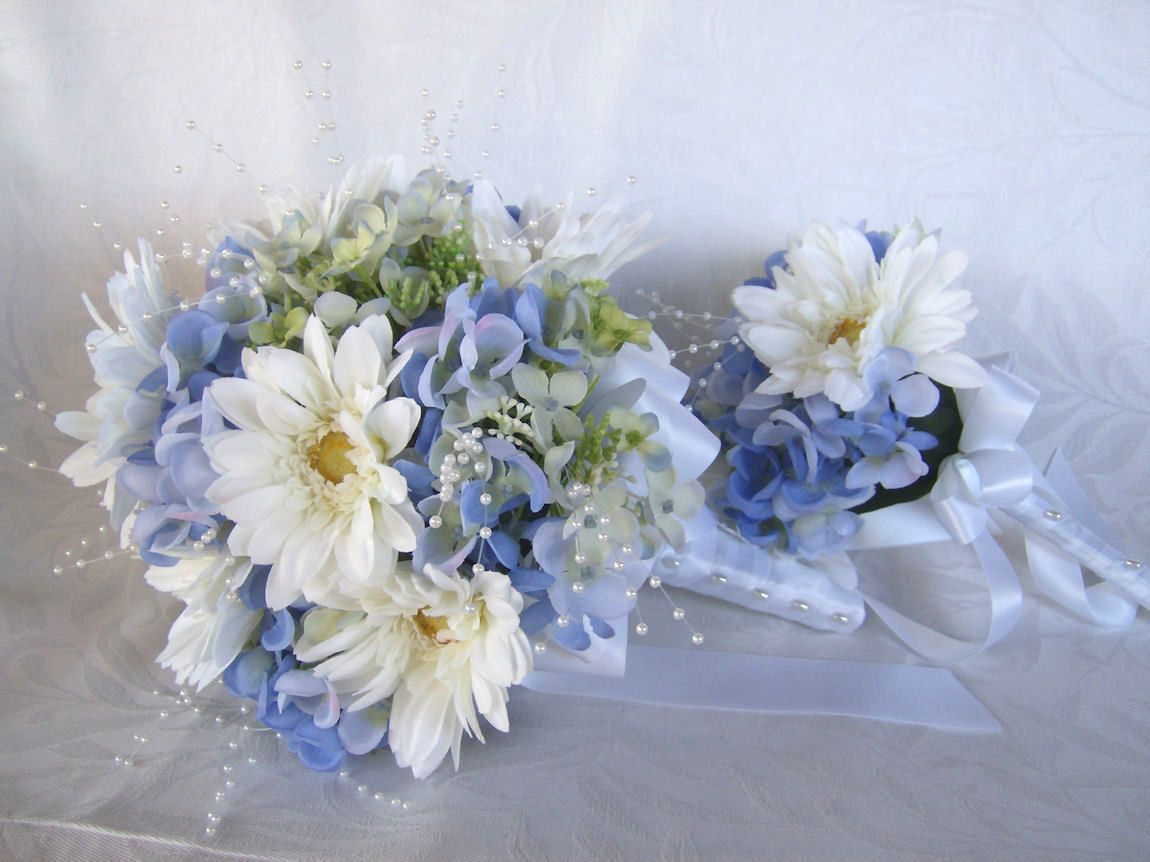 White Daisies And Blue Hydrangeas With Small Pearls In It This Is Perfect Blue Hydrangea Wedding Daisy Bouquet Wedding Hydrangea Bouquet Wedding