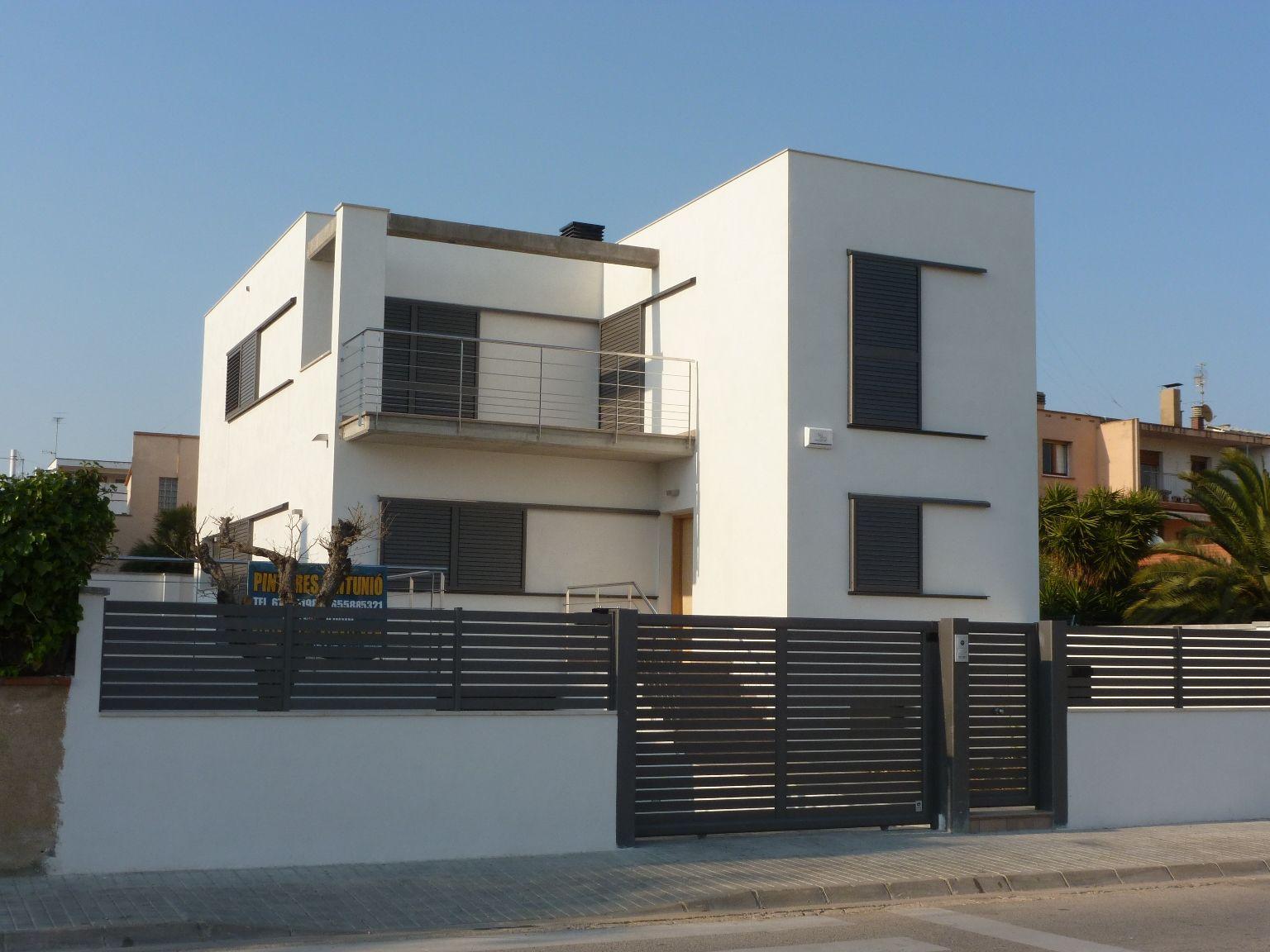 Edificios moderno recibidor balcon exterior ventanas for Edificios minimalistas fotos