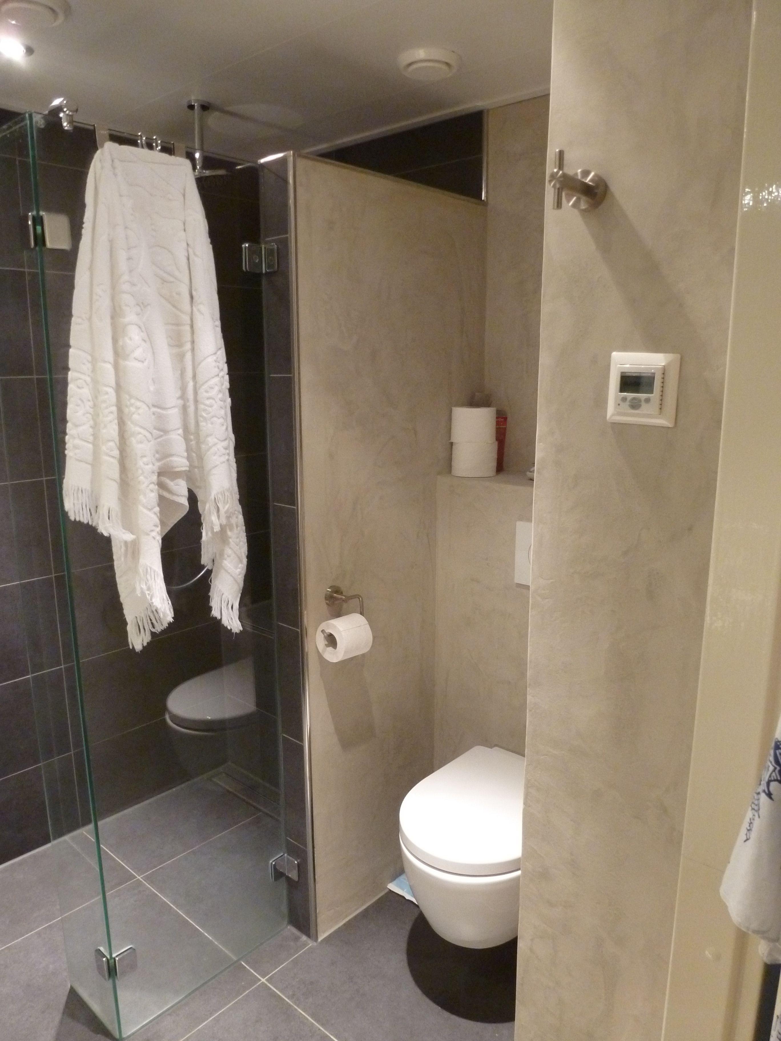 Badkamer voorzien van Decostuc door Verfmeesters | Kalkverf en ...