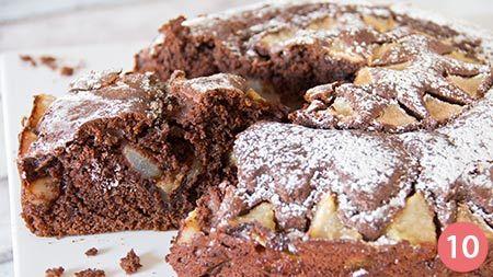 A chi è a dieta non far sapere quant'è buono il cioccolato con le pere! La torta cioccolato e pere è un dolce tipicamente autunnale che, grazie al connubio tra l'amaro del cacao e il dolce delle pere, lascerà deliziati anche i palati più esigenti. Grazie alla preparazione super veloce, questa torta &e