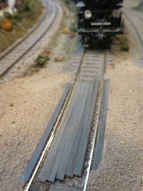 Model Railroad Parts : Common household items used as model railroad parts