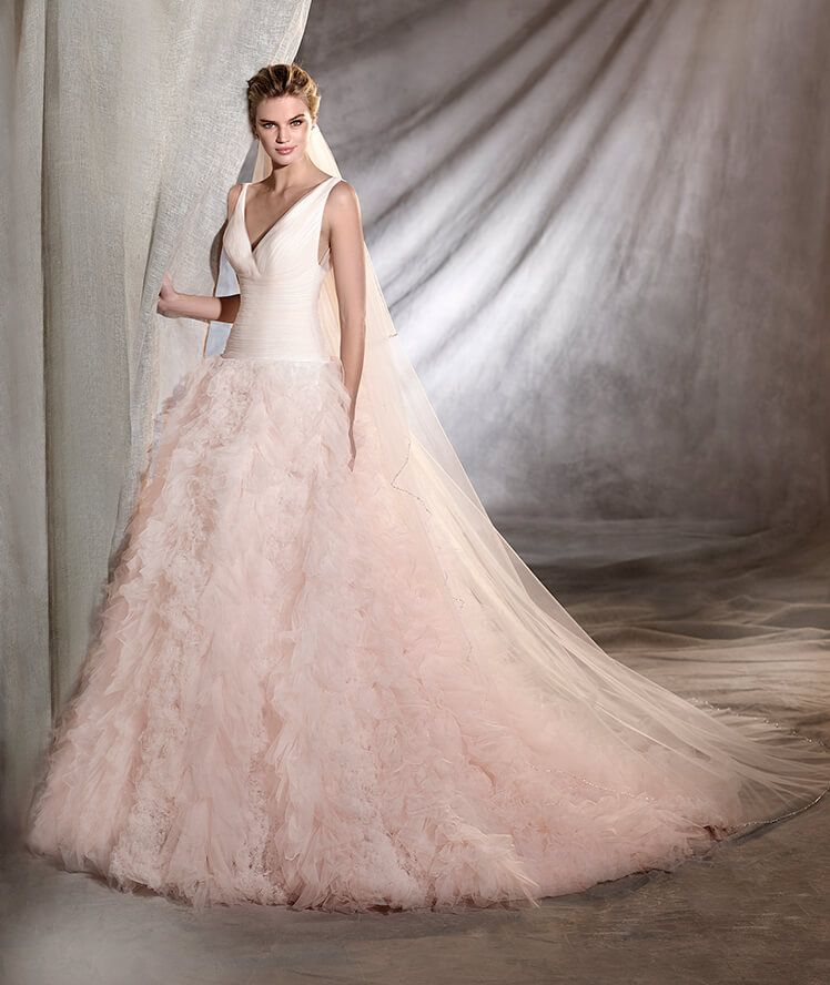 Low Waist Wedding Gowns: Wedding Dress In Tulle, With A Low Waist And A V