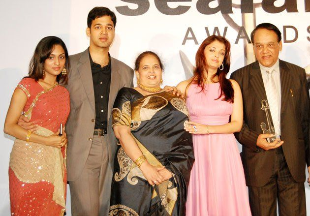 Rare Family Photos Of Celebrities Celebrity Siblings Aishwarya Rai Family Photos Famous Celebrities