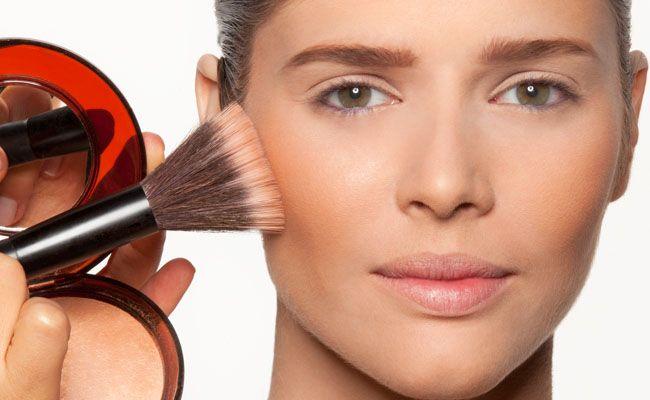 Um dos itens de maquiagem que mais ouvimos falar nos últimos anos é o pó bronzeador. Aliado na criação de efeitos de luz e sombra, e ótimo para manter o tom da pele mais parecido com o efeito natural do sol, pó bronzeador, bronzant, ou bronzer é assunto de uma matéria que tive a honra …