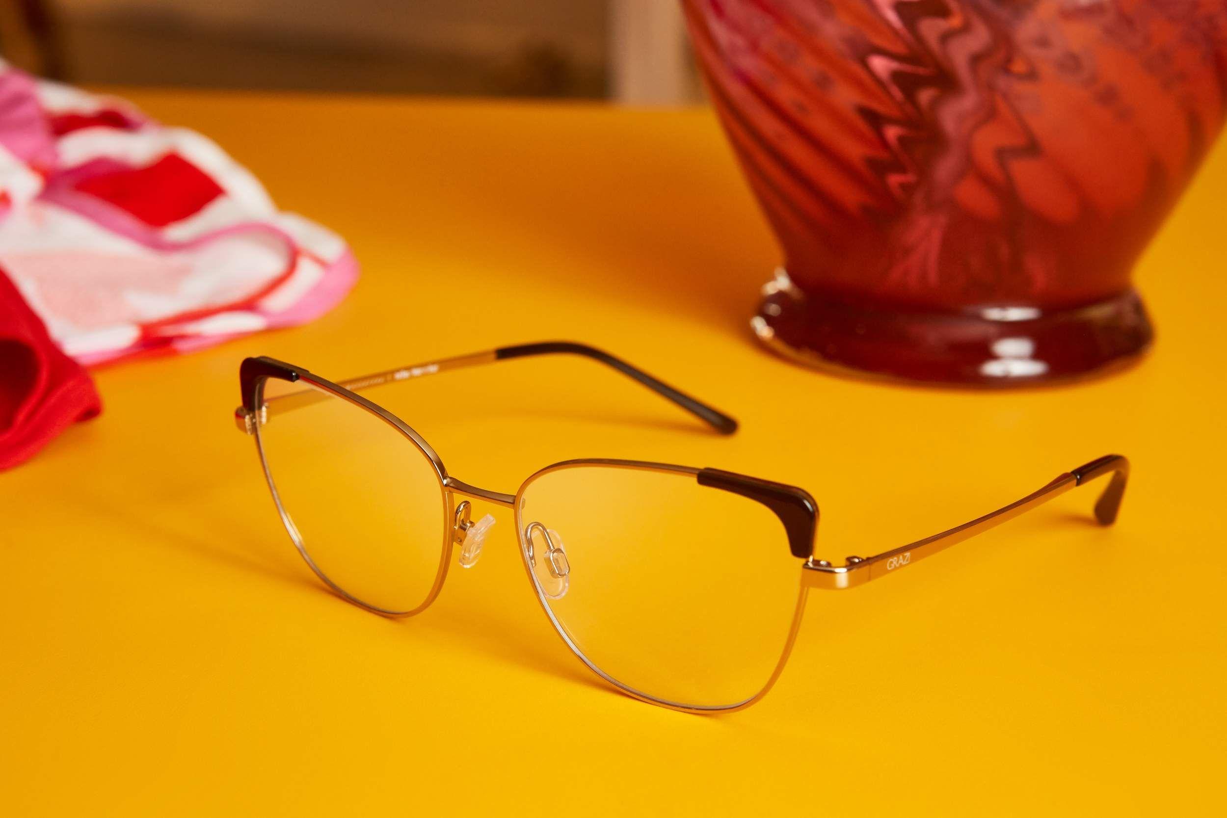 Independente do estilo, o importante é se sentir bem 💃 Grazi Eyewear  Modelo GZ1013 encontrado nas melhores óticas do Brasil.  Oculos  Oculos  Escuros  Grazi 91fe63e1ba