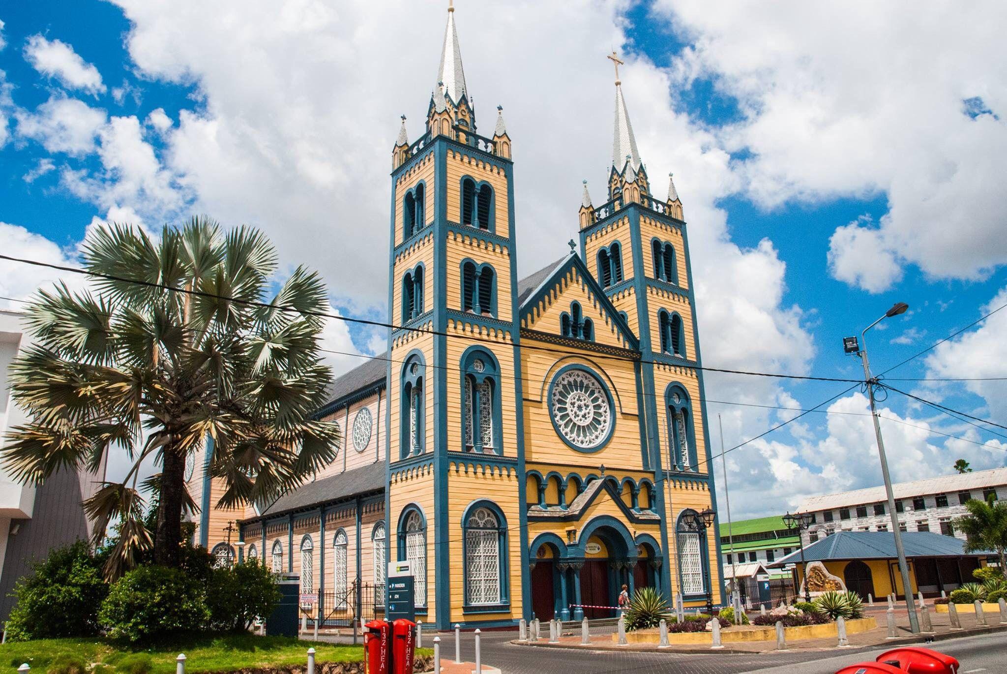Sint Petrus En Paulus Kathedraal In Paramaribo Suriname Kathedraal Kerken