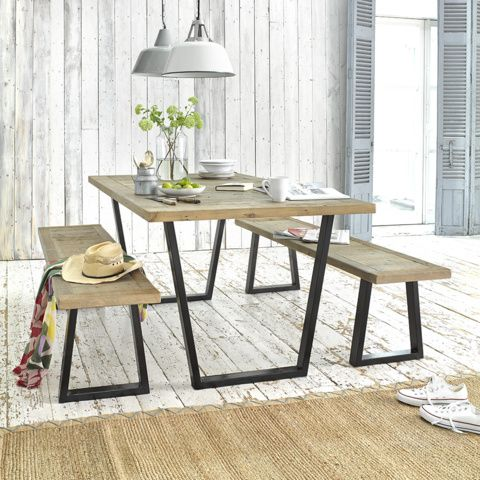 Loaf S Industrial Scrumpy Table With Metal Legs And A Weatherworn Wooden Top With Matching Bench In This Kitchen Shot Dengan Gambar Desain Interior Interior Meja Makan