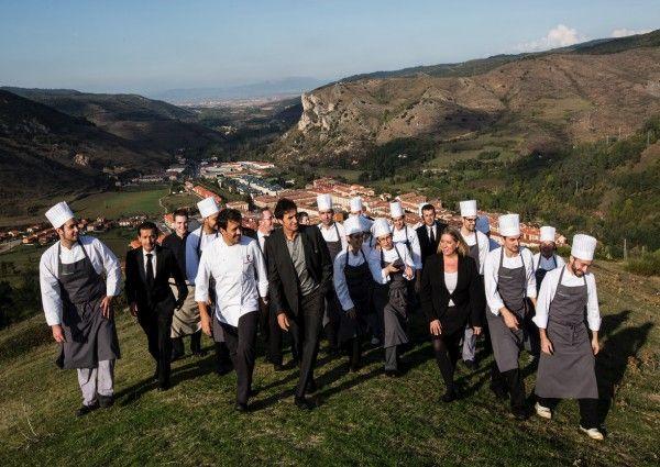 Francis Paniego ist in Unruhe. Immer. Darum hat er im 2000-Seelendorf Ezcaray, in Rioja auch El Portal de Echaurren eröffnet, das seit Herbst 2014 mit zwei Michelin-Sternen ausgezeichnet ist.