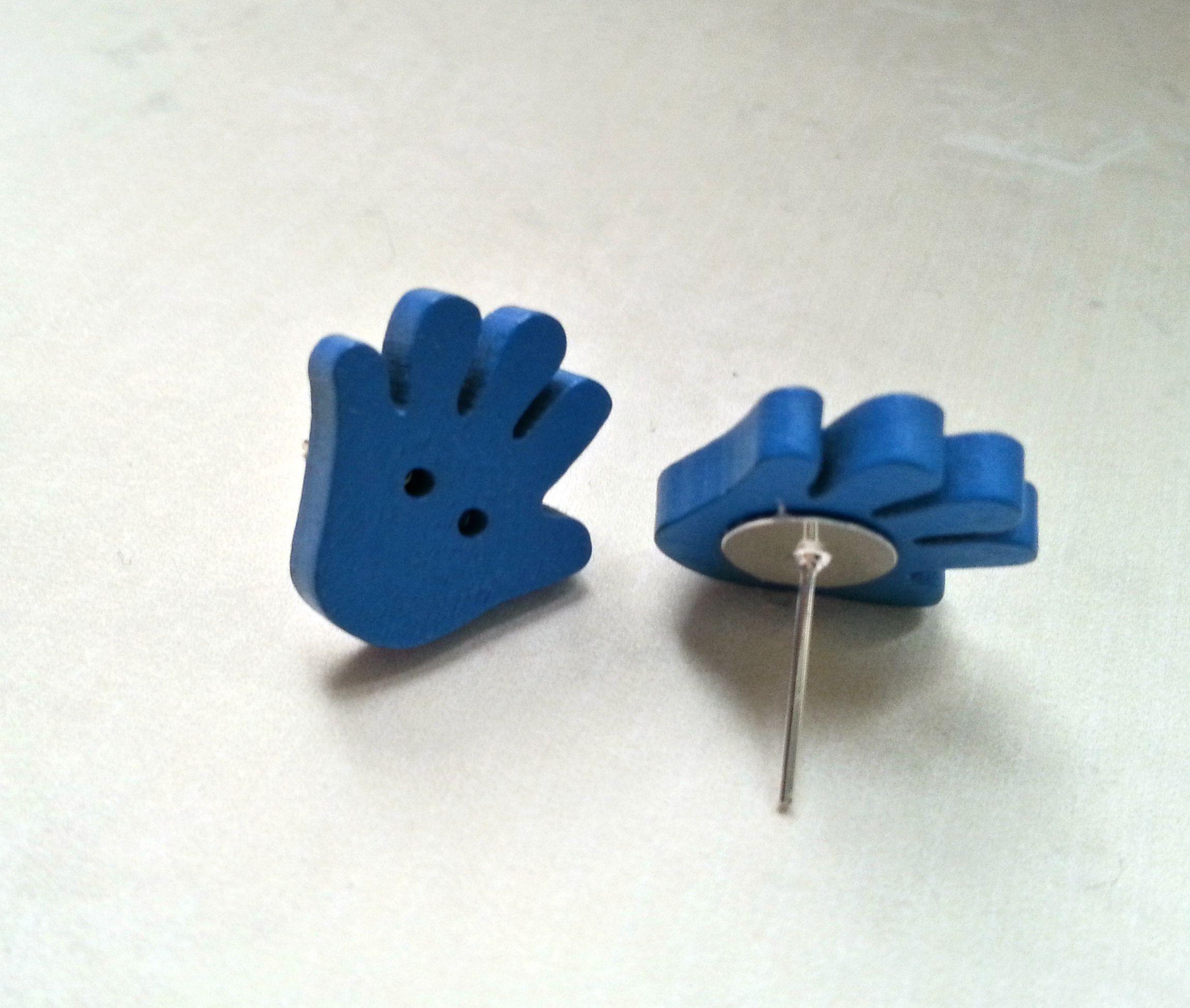 Ohrstecker Holzknopf Hand blau Holz  http://de.dawanda.com/product/73739723-Ohrstecker-Holzknopf-Hand-blau-Holz