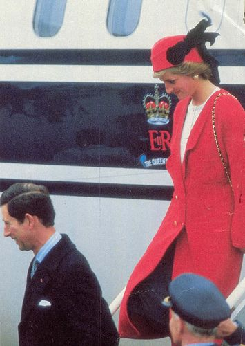 November 7, 1988: Prince Charles & Princess Diana arrives in Paris for the start of a five day visit. The Princess arrives in France wearing a Chanel outfit.