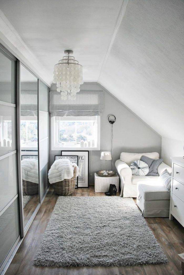dachgeschoss einrichten grauer teppich weißer sessel cooler leuchter