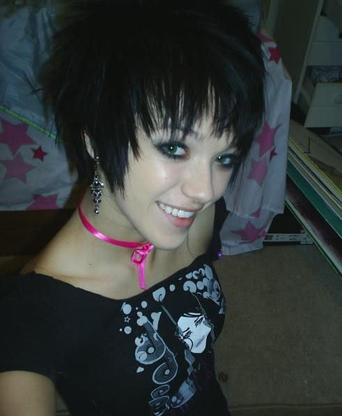 If only I was skinnier/face thinner to pull of a haircut like this. <3 it!