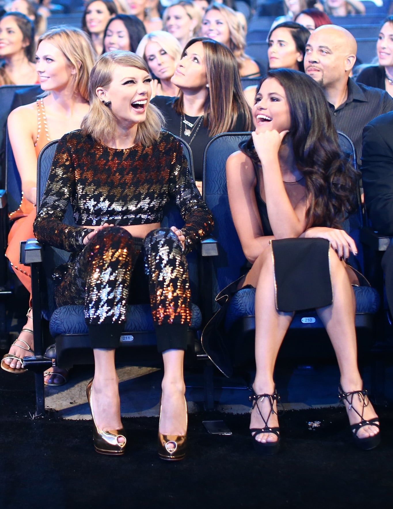 Taylor Swift And Selena Gomez Have The Cutest Bff Date Night At The Mtv Vmas Selena And Taylor Taylor Swift Pictures Selena Gomez