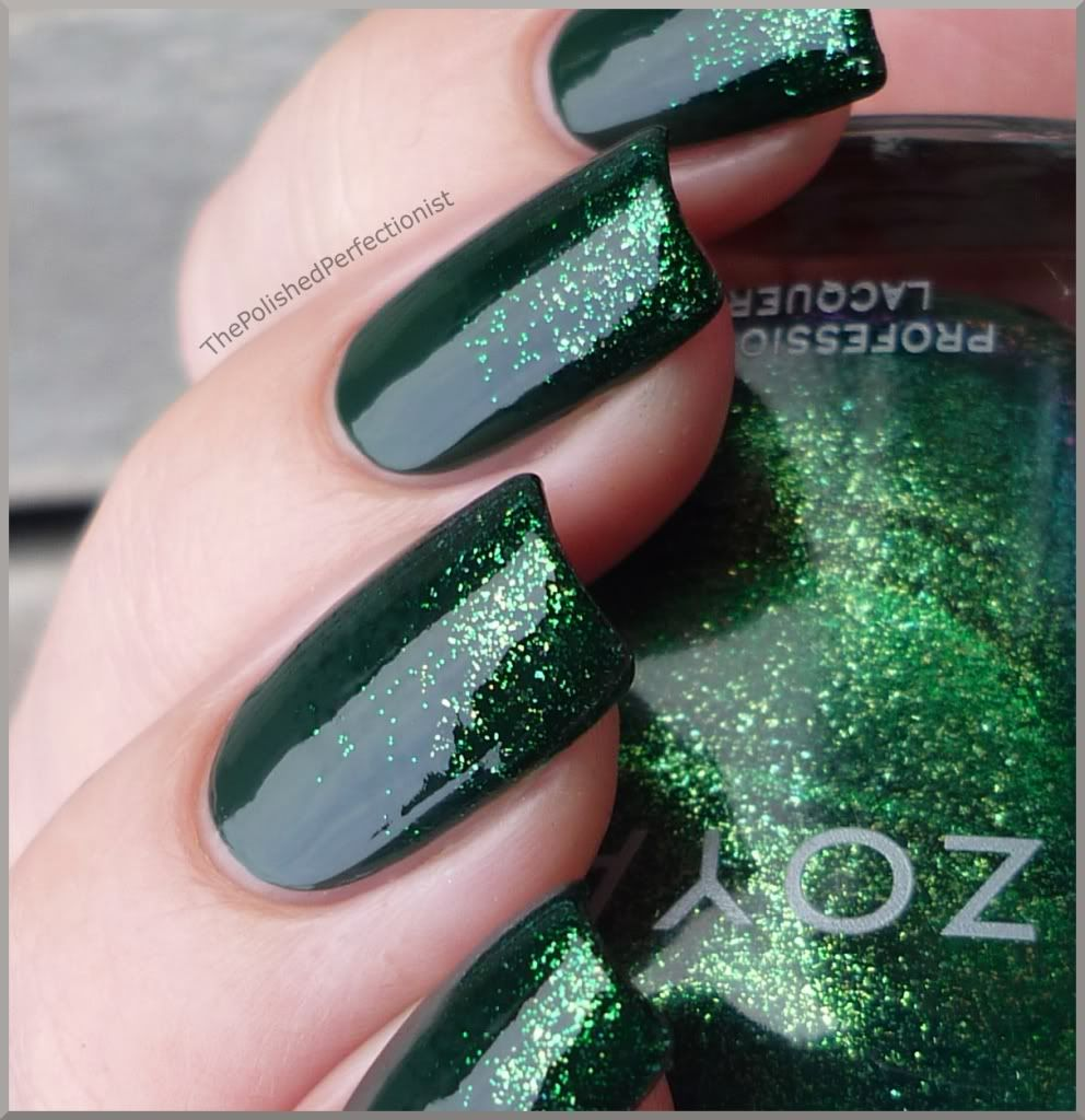 glossy emerald + glittery tips Usually not a van of green but I ...
