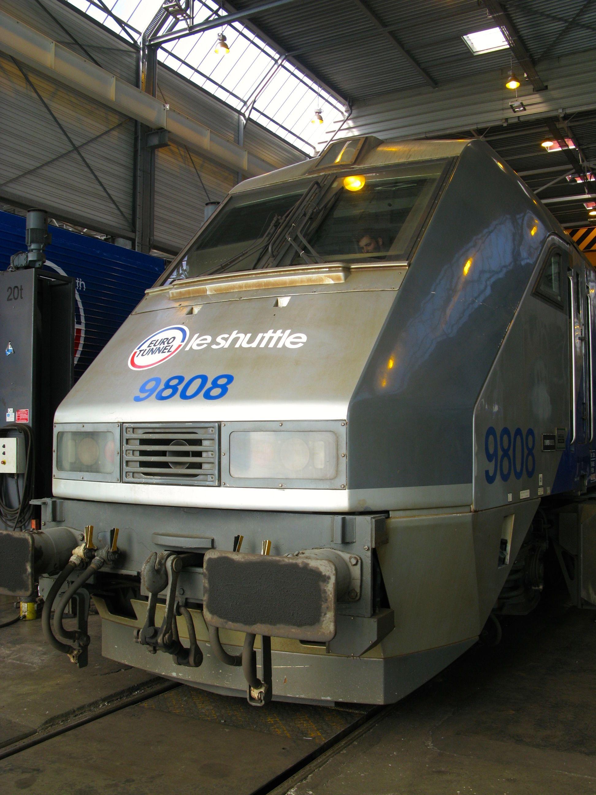 2 Eurotunnel le Shuttle lo otive Calais Coquelles France © Dr