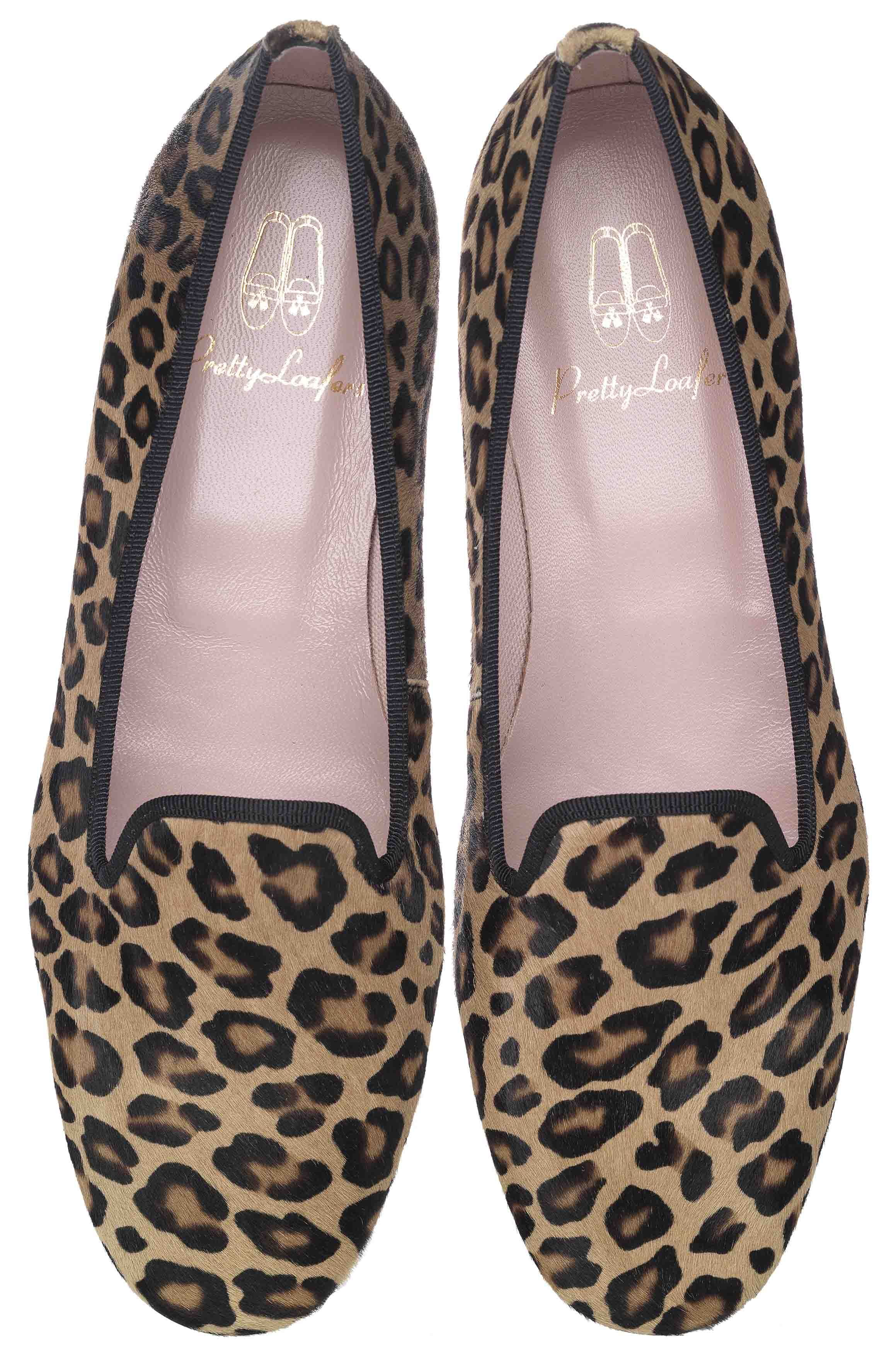 Pretty Loafers. Pretty Loafers & Pretty Ballerinas. FAYE. Poni estampado leopardo con falla negra. #ANIMALPRINT. Copete al estilo #slipper. #shoes #prettyballerinas #prettyloafers #pretty