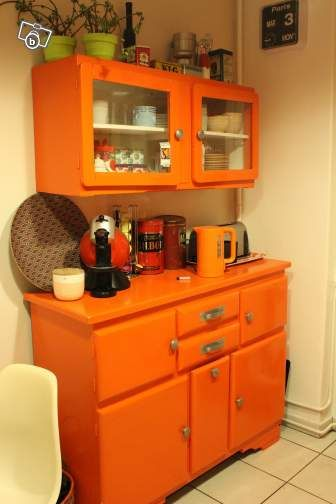 I think I love this so much because orange is my fave color! And I - Moderniser Un Meuble Ancien