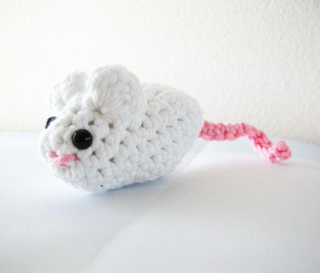 Ratón de juguete de ganchillo para gatito | Pinterest | Juguetes de ...