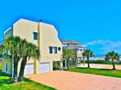 Almost Beachfront Galveston (Texas) Featuring an outdoor pool, Almost Beachfront is a holiday home located in Galveston in the Texas Region. Guests benefit from balcony. Free WiFi is provided throughout the property.  There is a dining area and a kitchen equipped with dishwasher.