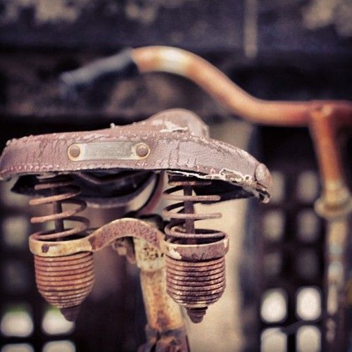 alexandreavranches:    @arthuravranches this is the ultimate saddle bro' #Munich #München #Bike #Saddle #Rust