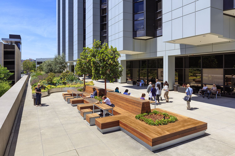 Cedars Sinai Plaza Healing Gardens | Outdoor furniture