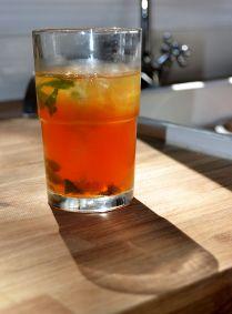 Cocktail au thé glacé, gin, menthe et citron. Délicieux! Par lavietoutsimplement.com