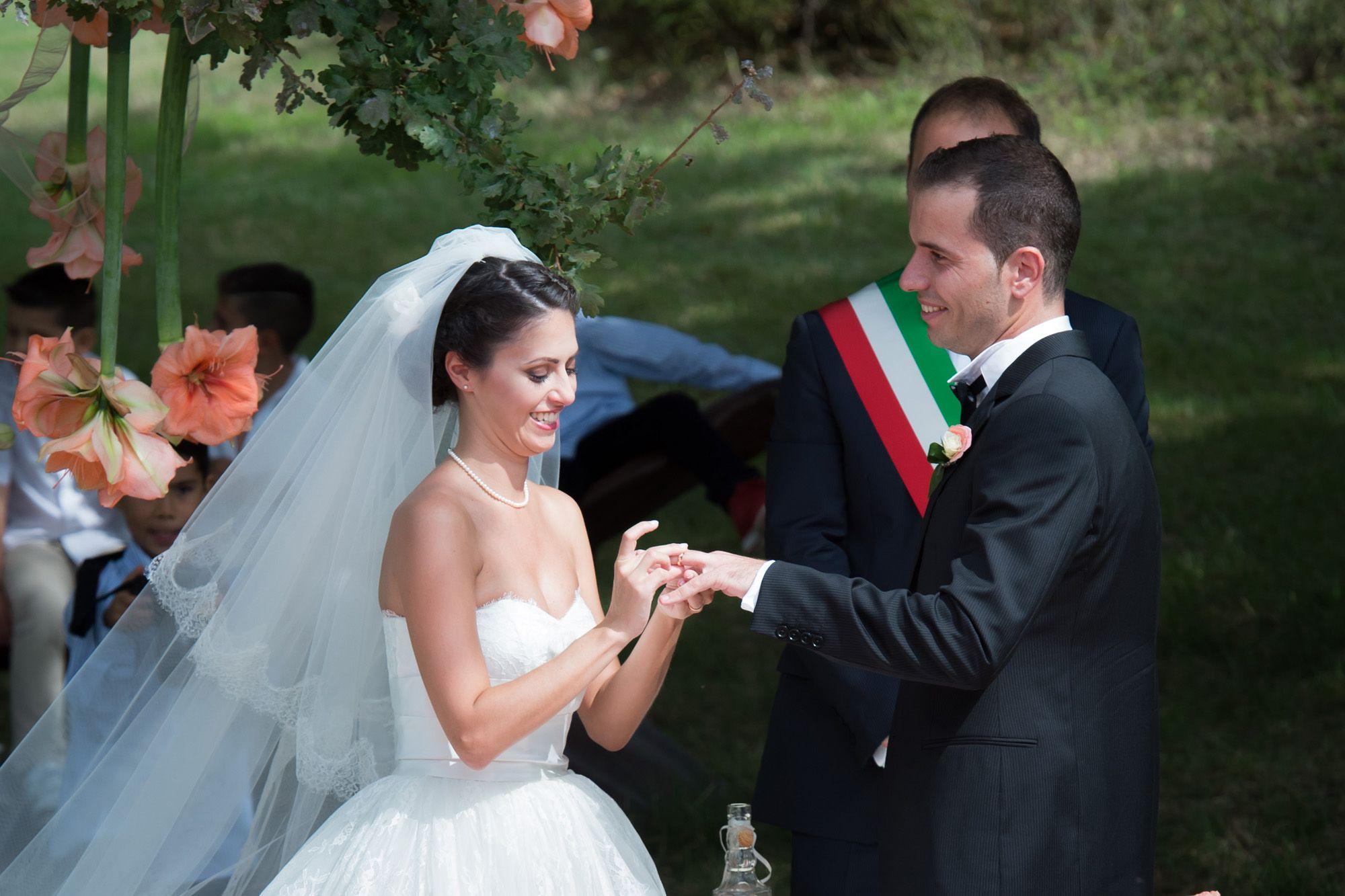 5 Cose Che Il Tuo Fotografo Non Ti Dira Ma Vorrebbe Farlo Matrimonio Matrimonio Civile Abito Da Sposa Senza Spalline