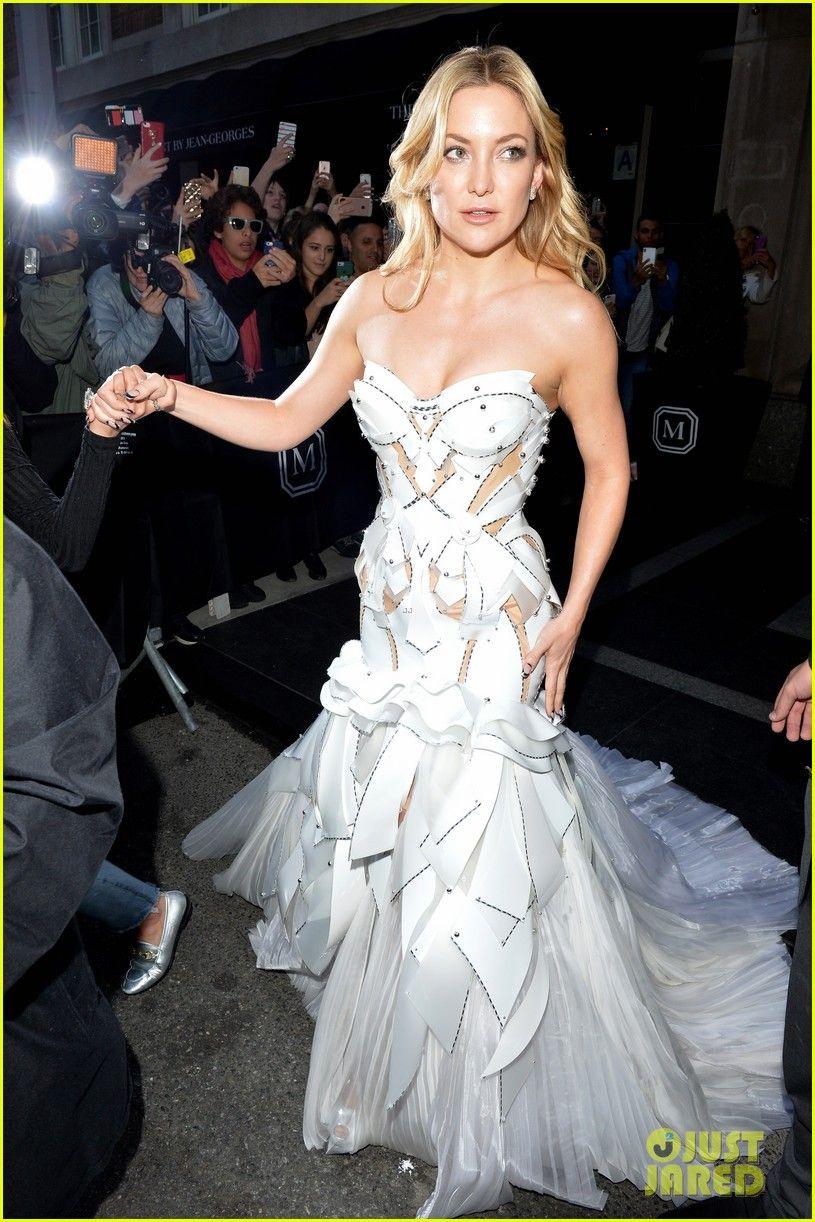 Kate Hudson Gets Photobombed by Lady Gaga at Met Gala 2016