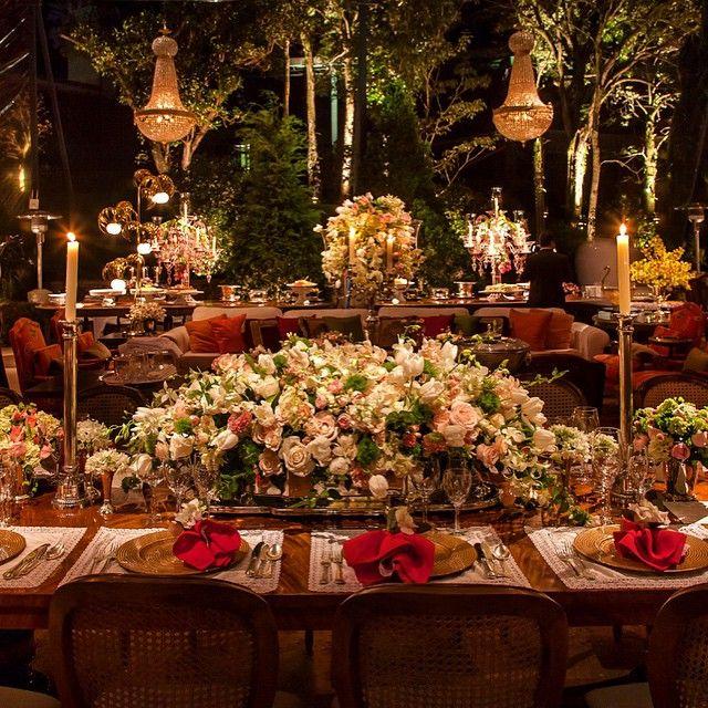 A mesa da família tem que ser assim! Boa noite #arttandflowers #pedrottiartte #andrepedrottiflores #andrepedrottiflores15ys #instaflowers #flowers #wedding #inspirationwedding #teampedrotti #todososestilos #todasasfloresdomundo #tentacopiar