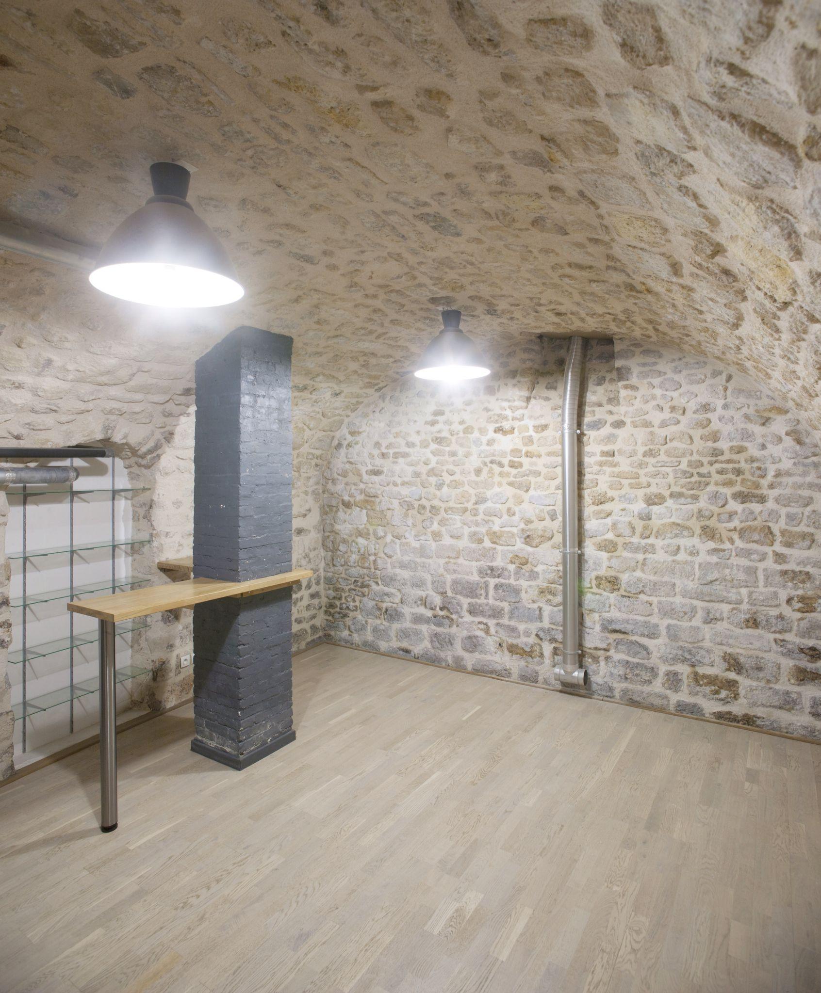 et voici la cave vo t dont on peut revoir enfin les pierres que l 39 on a r nov apr s avoir. Black Bedroom Furniture Sets. Home Design Ideas