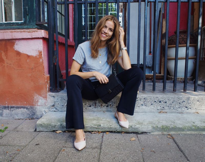 Plain grey tee, boot cut jeans, slingback flats, simple jewelry, perfect hair.