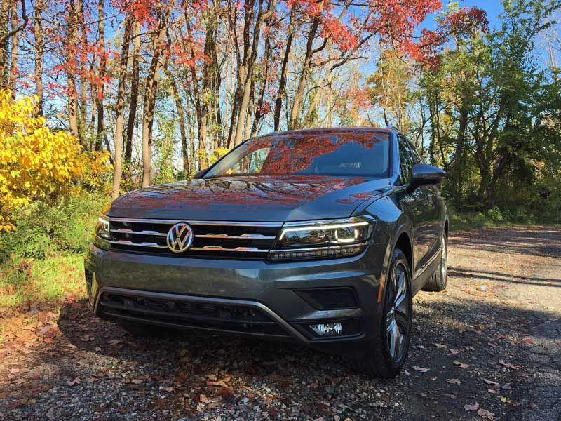 2018 Volkswagen Tiguan Review Agirlsguidetocars Compact Suv Volkswagen Compact Suv Future Car