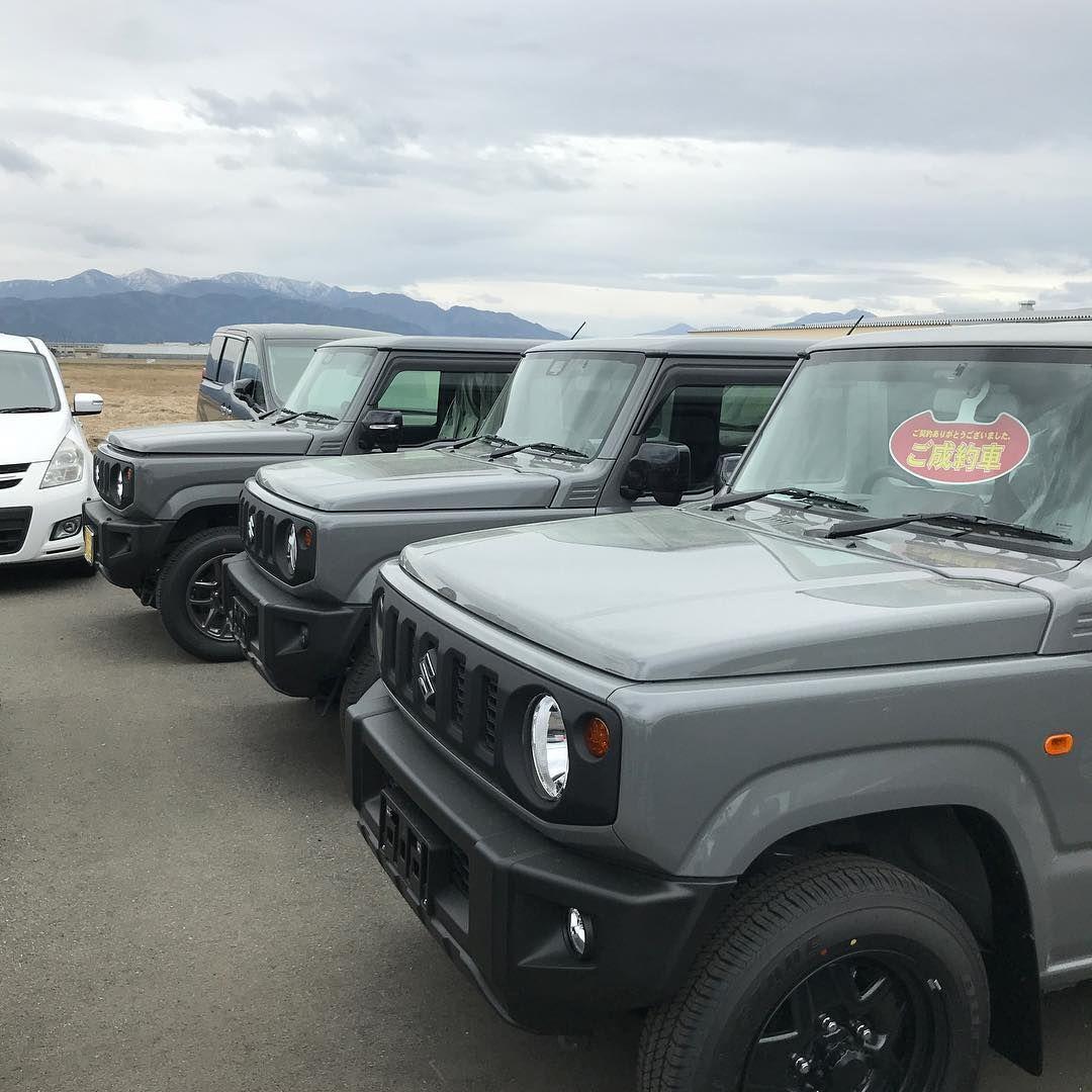 T C B Jimny On Instagram 今日は 1ヵ月点検にお店の方に寄ってきました 納車待ちのグレーが3台並んでた 第2候補だったグレー やはり ソリッド感がいい感じでした グレー 沢山 集まると軍隊みたいで カッコいい 曇天との同化も 軍隊