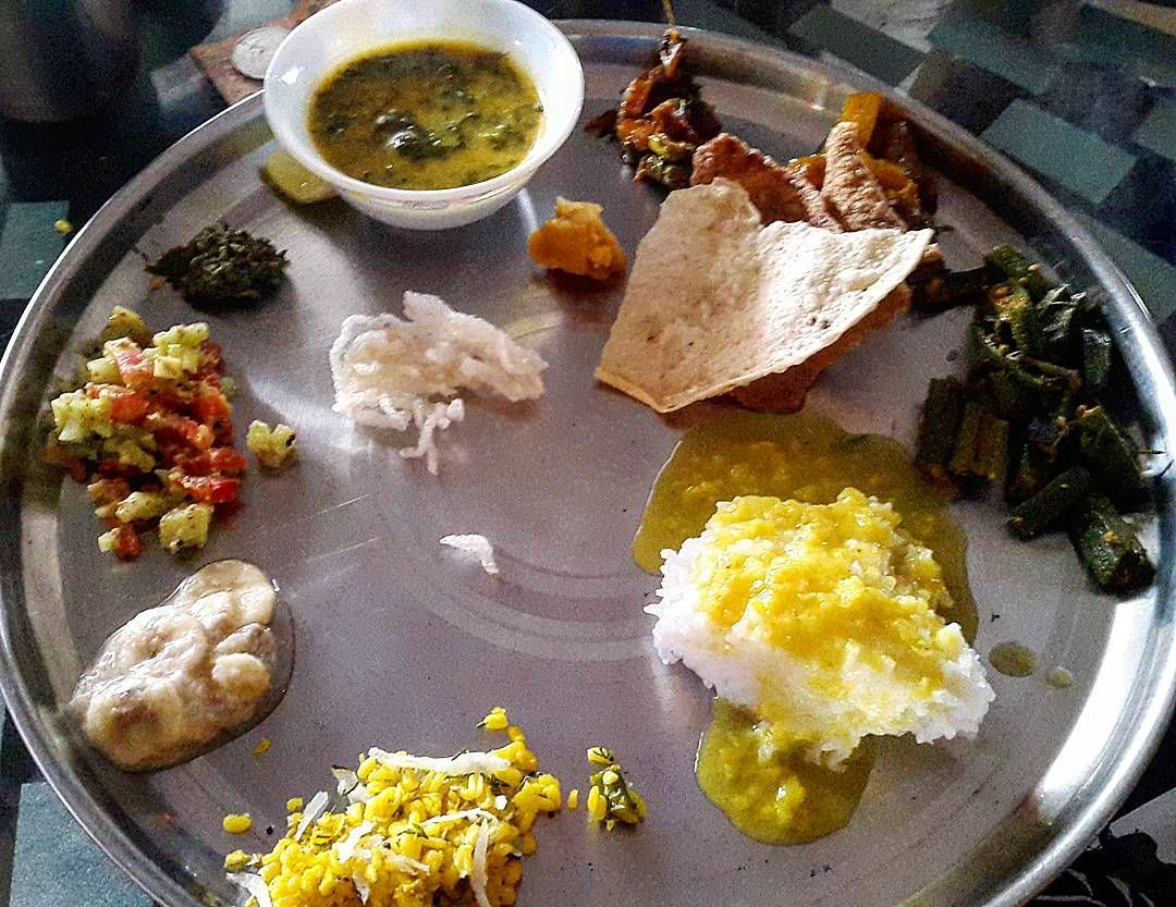 #thali on big occasion. #indianfood #foodiepic #foodiegram #igersfood #foodporn #rice #ganpati #festival #familytime #lunch #puja #ig_food #instafood #instafoodie #yourshot_india #veg #igersdaily