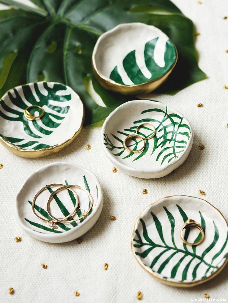 Make Diy Trinket Dishes With Tropical Leaves Diy Home Decor Diy