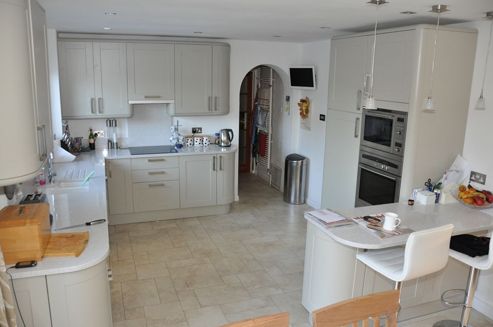 Howdens burford grey with light surfaces and floor too for Kitchen ideas howdens