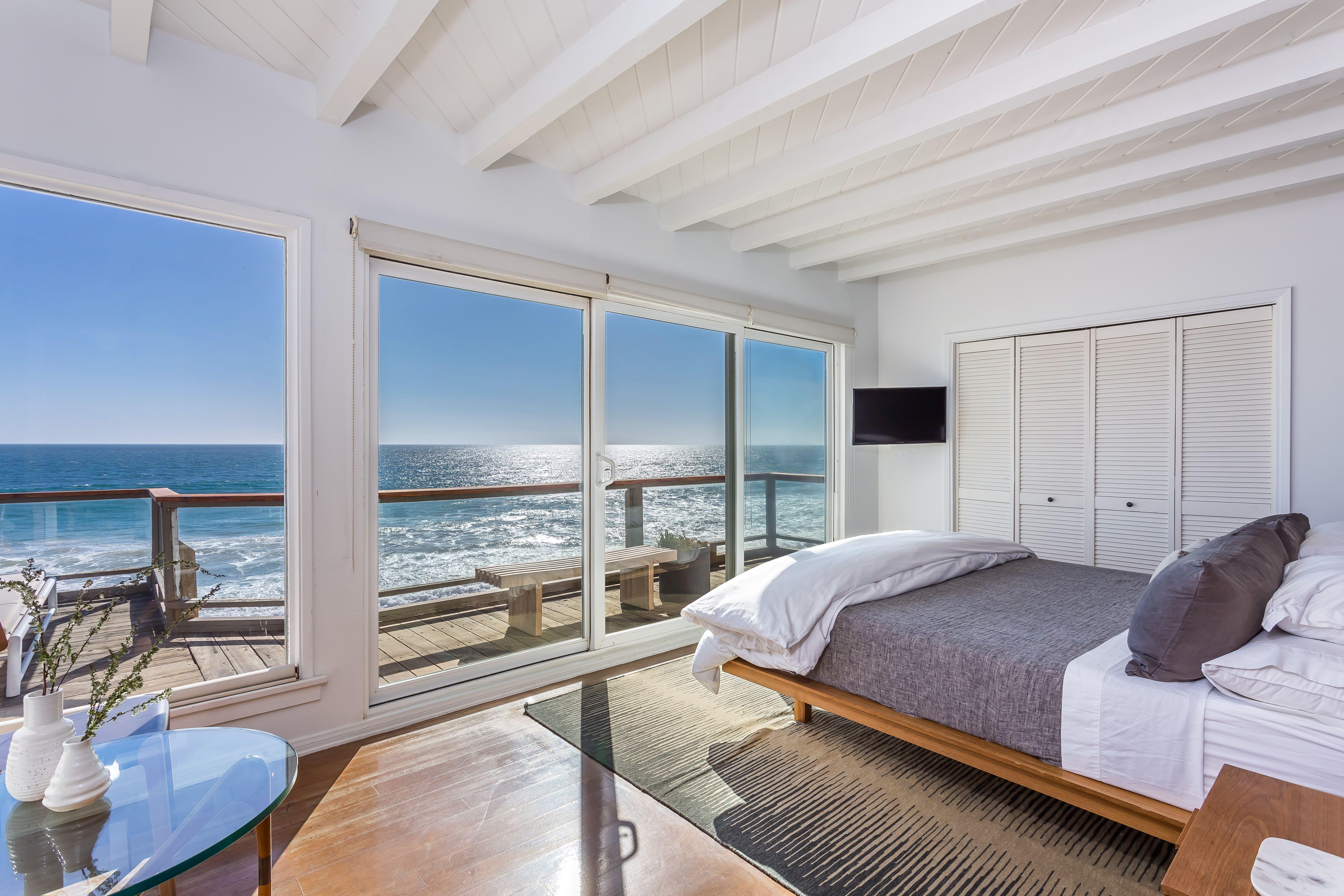 Malibu Beach Modern With Images Malibu Beach House Beach