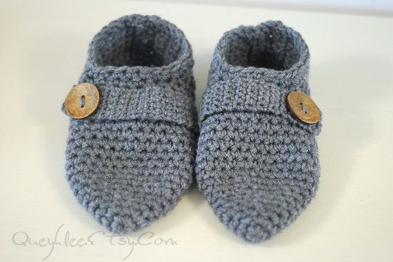 These simple, yet stylish slippers will keep your feet warm any season. Easy and comfortable to wear, these crochet slippers will adjust over several