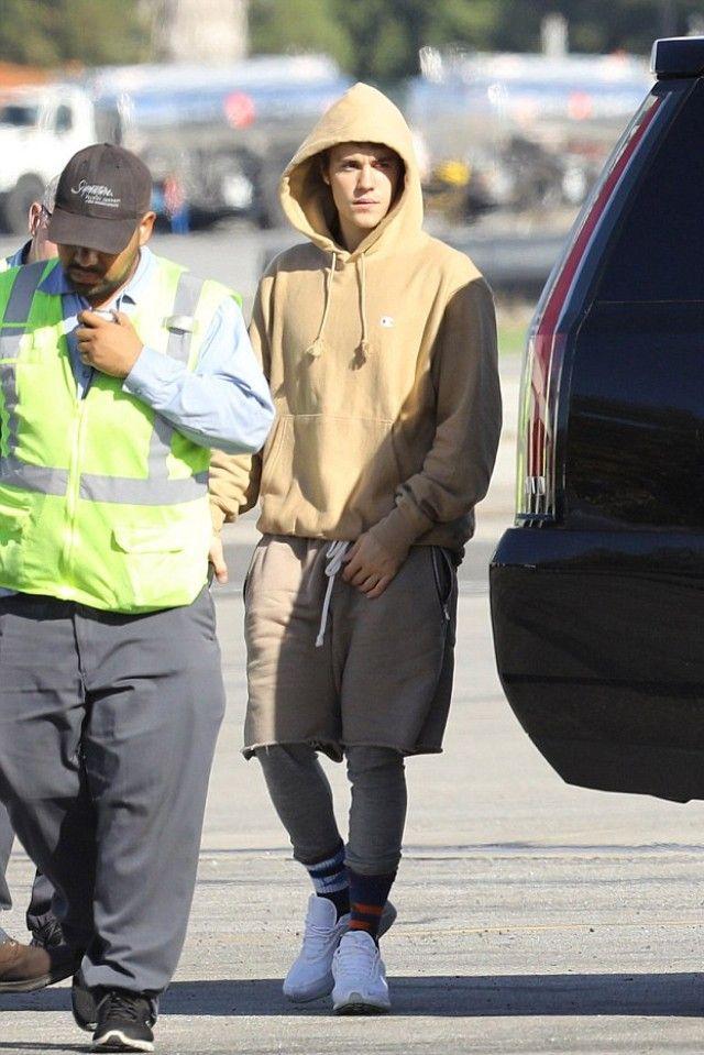 Justin Bieber wearing Champion Reverse Weave Hoodie Sweatshirt c8af1e07e04e