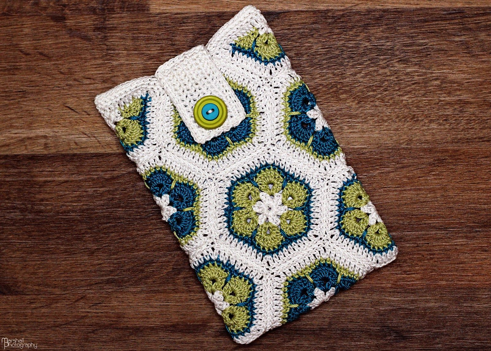 African Flower Kindle Cozy | Chronicles of the Christian Mom | DIY ...
