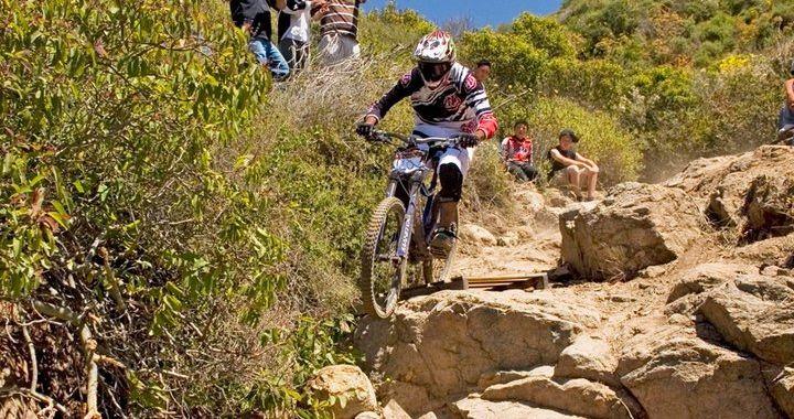 Amigos que les parece este artículo? Esperamos les guste!!! http://www.revistasolociclismo.com/nacional/otras-modalidades/107-downhill-una-manera-extrema-de-hacer-deporte.html