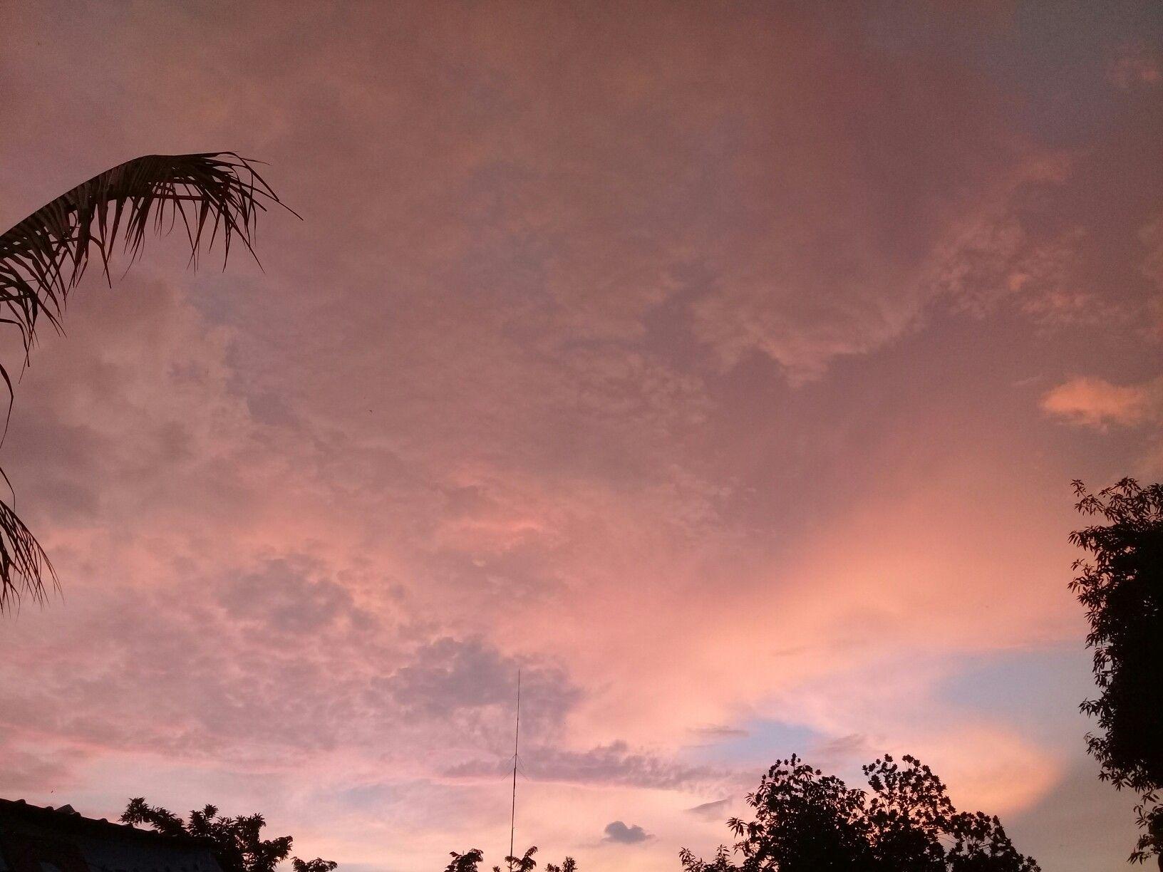 Pin Oleh Laurita Anggela Di Tempat Untuk Dikunjungi Di 2020 Matahari Terbenam Langit Lampu Lalu Lintas