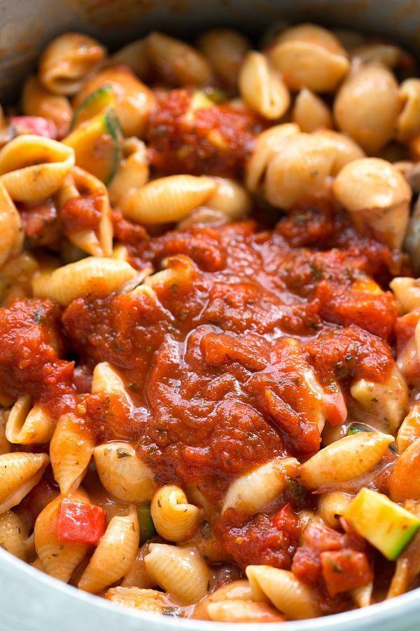 Simple ONE pot tomato basil pasta and veggies