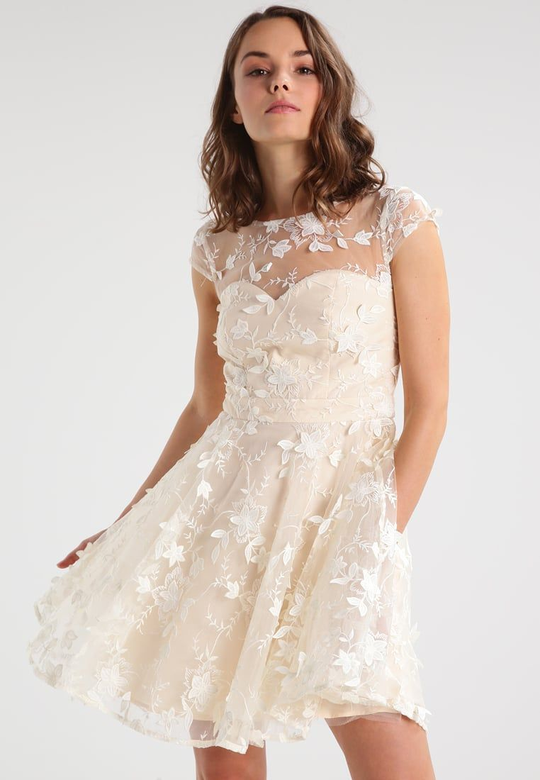 Chi Chi London Petite Gwynnie Sukienka Koktajlowa Cream Zalando Pl Stylish Dresses Dresses Petite Cocktail Dresses