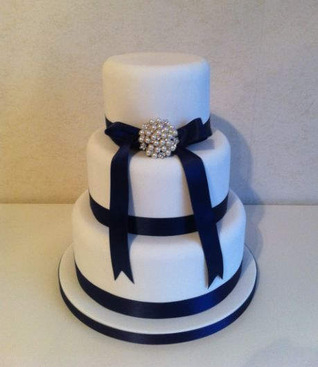 wedding cake with blue ribbon 3 tier wedding cake navy ribbon with brooch wedding 26829